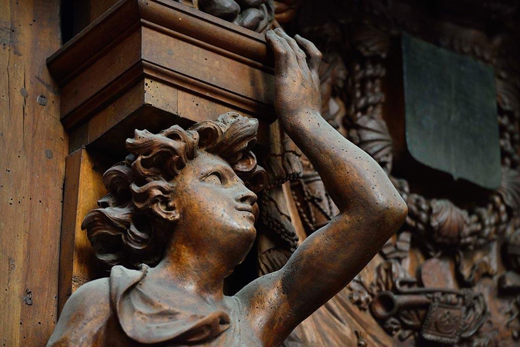 Sculptures-sur-bois-Basilique-Saint-Marie-Madeleine-23-03