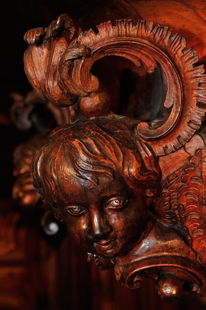 Sculptures-sur-bois-Basilique-Saint-Marie-Madeleine-23-05