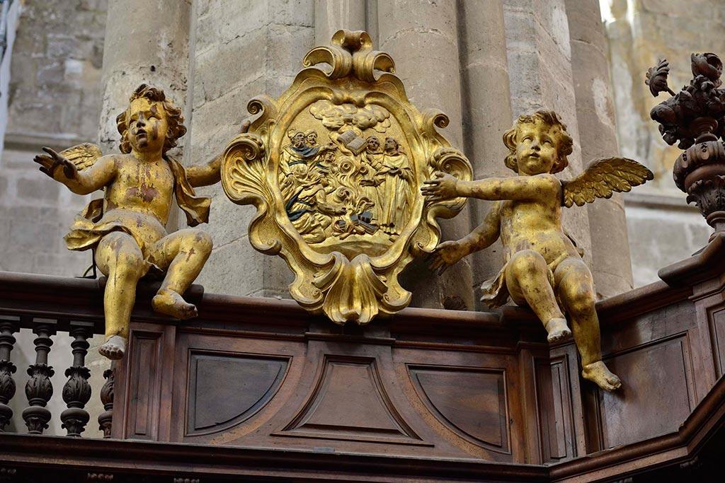 Stalles-Basilique-Saint-Marie-Madeleine-24-04